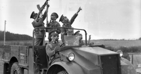 02 5th Battalion Recruiting Bren Guns+Gas Masks