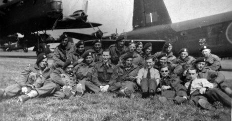 Border Regiment Glider Group In Front Of Stirling Bomber
